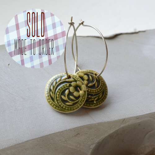 Flower swirls earrings - Bottle green.